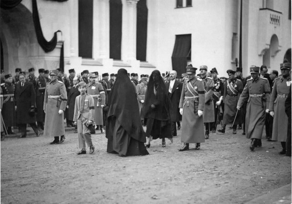 1934_funeral_of_king_alexander_of_yugoslavia_1934_his_wife_queen_maria_and_son_peter_ii_are_in_the_front.jpg