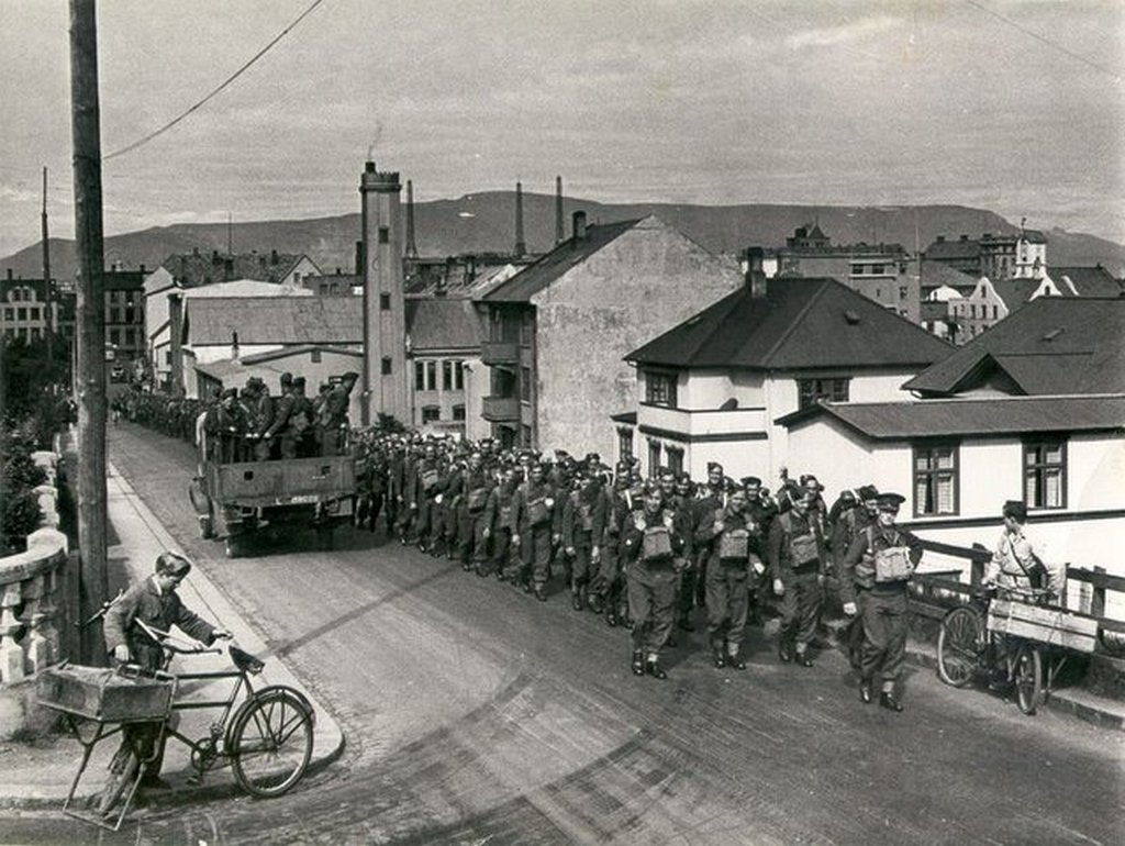 1940_occupying_british_soldiers_in_reykjavik_iceland.jpg