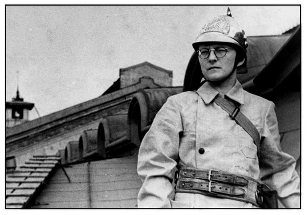 1941_julius_soviet_composer_dmitri_shostakovich_dressed_in_his_fire_warden_uniform_atop_the_leningrad_conservatory.jpg