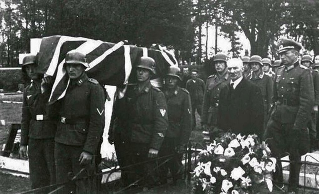 1943_an_raf_airman_is_buried_with_full_military_honors_by_occupying_german_soldiers_on_channel_islands.jpg