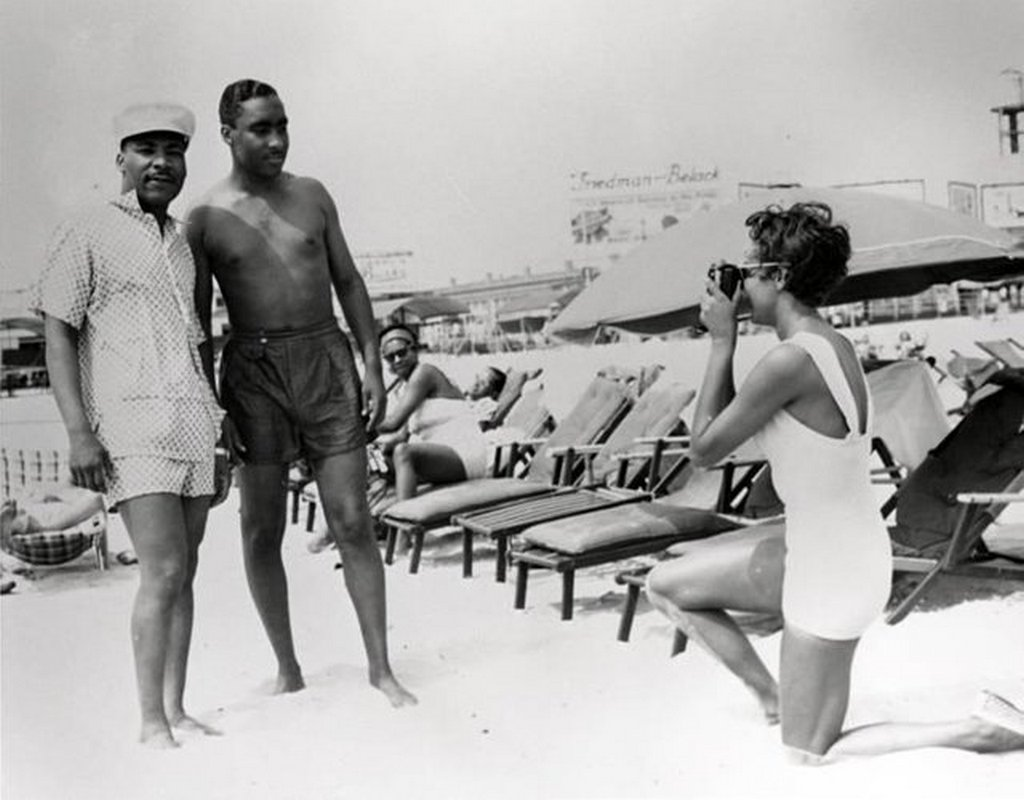 1956_martin_luther_king_jr_at_chickenbone_beach_the_segregated_beach_in_atlantic_city_new_jersey.jpg