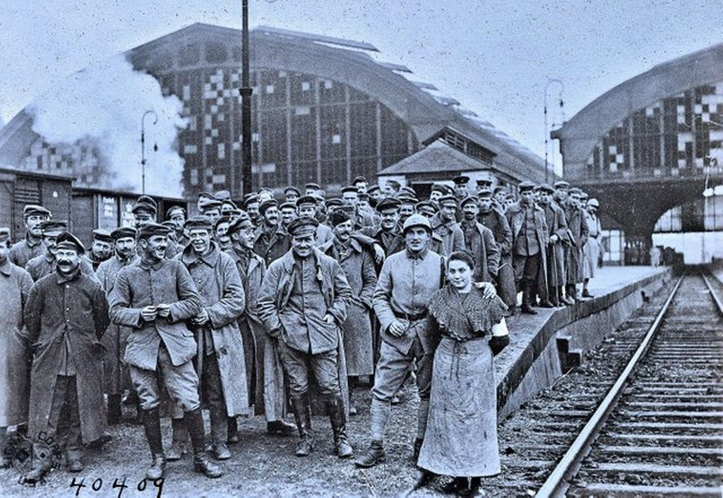 1918_november_german_soldiers_at_the_railroad_station_in_metz_lorraine_waiting_to_be_returned_home_after_the_war.jpg
