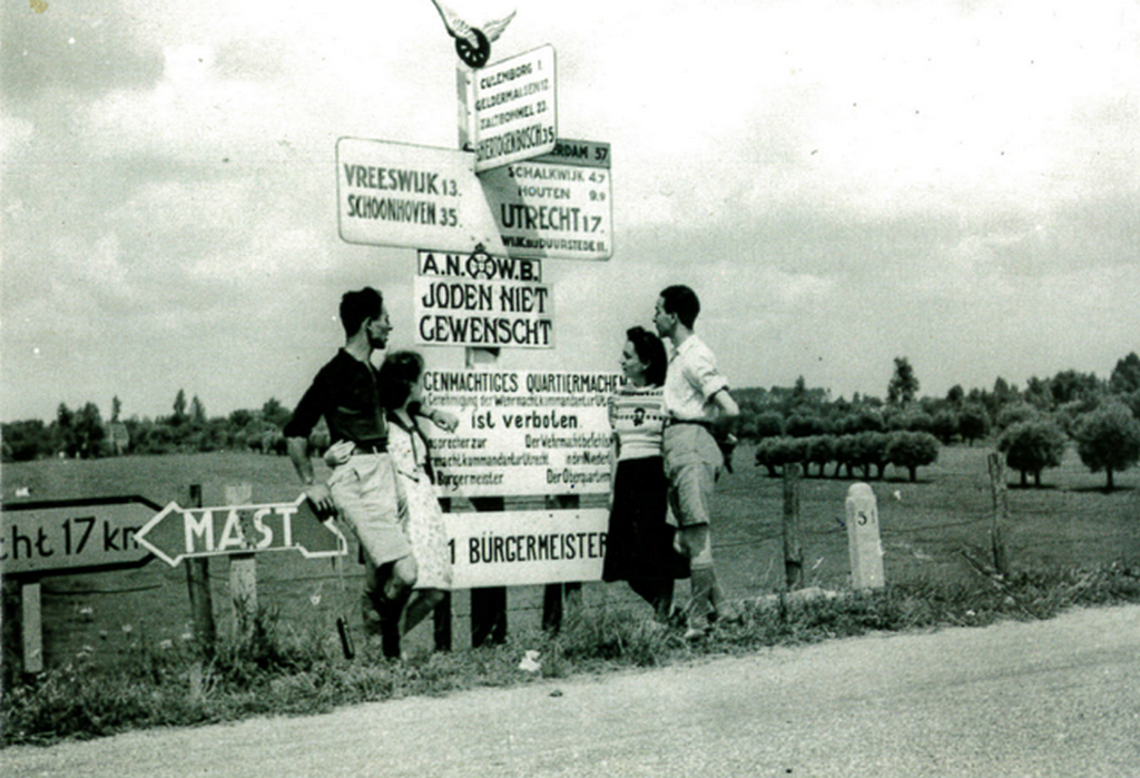 1941_augusztus_four_young_jews_posing_before_a_sign_saying_jews_not_wanted_culemborg_area_the_netherlands.png