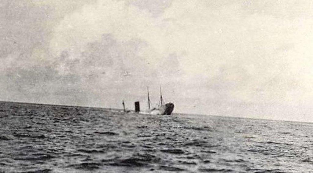 1918_julius_17_rms_carpathia_sinking_after_being_torpedoed_by_u-55.jpg