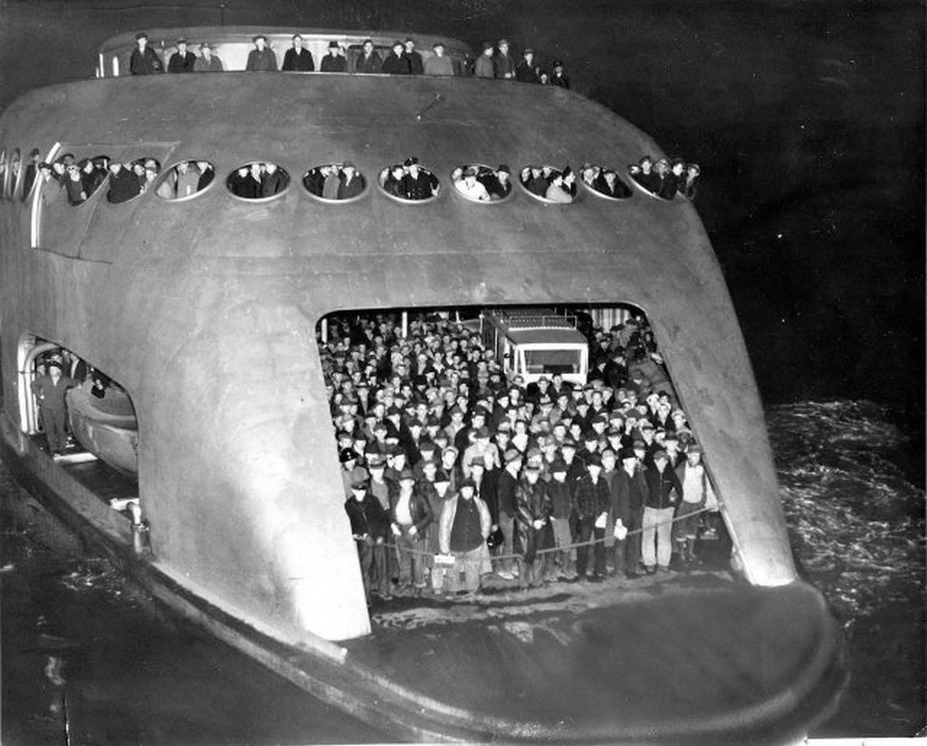 1941_seattle_ferryboat_kalakala.jpg