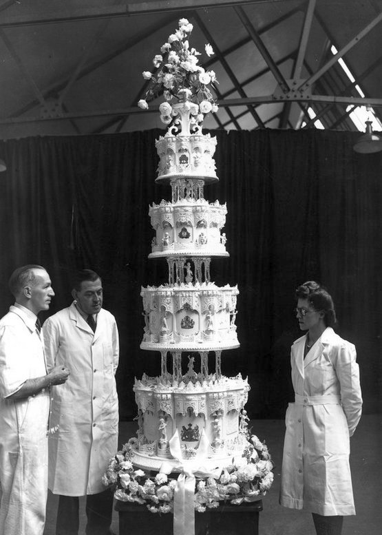 1947_princess_elizabeth_s_wedding_cake.jpg