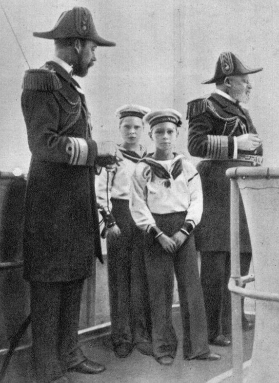 1908_four_british_kings_edward_vii_right_his_son_george_prince_of_wales_later_george_v_left_and_grandsons_edward_later_edward_viii_rear_and_albert_later_george_vi_fore.jpg