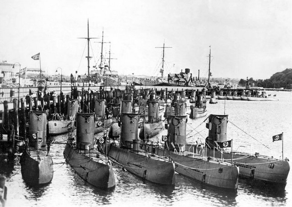 1938_german_u-boats_on_display_in_kiel.jpg
