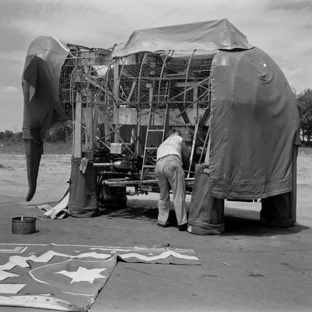 1938_us_inventor_george_hutton_working_on_his_mechanical_elephant.jpg