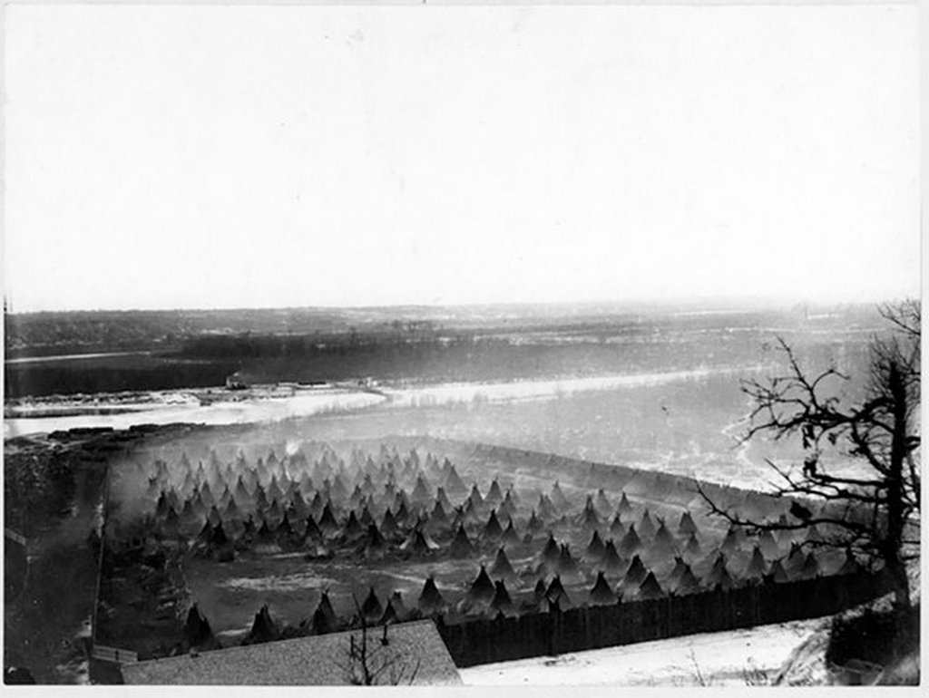 1862_dakota_indians_in_internment_camp_at_fort_snelling_minnesota.jpg