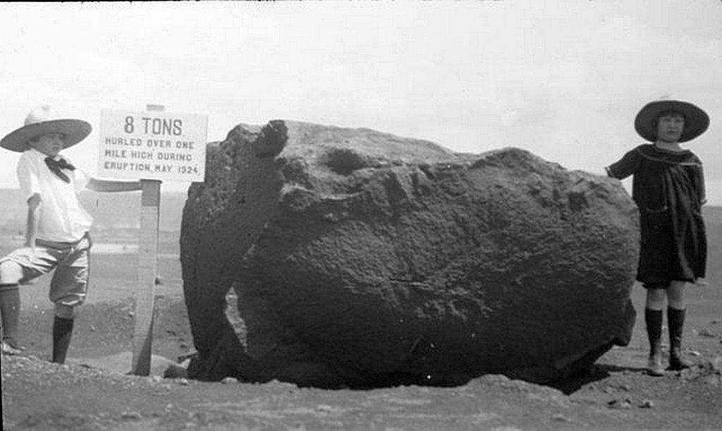 1924_children_pose_with_an_8-ton_ballistic_block_at_kilauea_volcano_hawaii.jpg