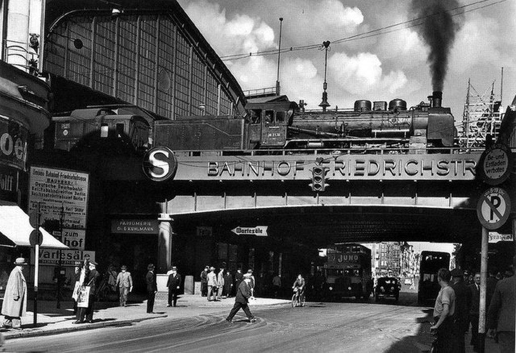 1931_berlin_train_station.jpg