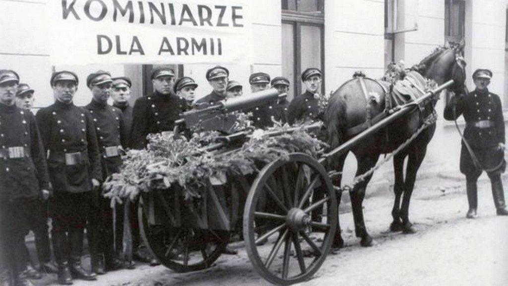 1939_polish_chimney_sweeps_donate_machine_gun_to_polish_army.jpg