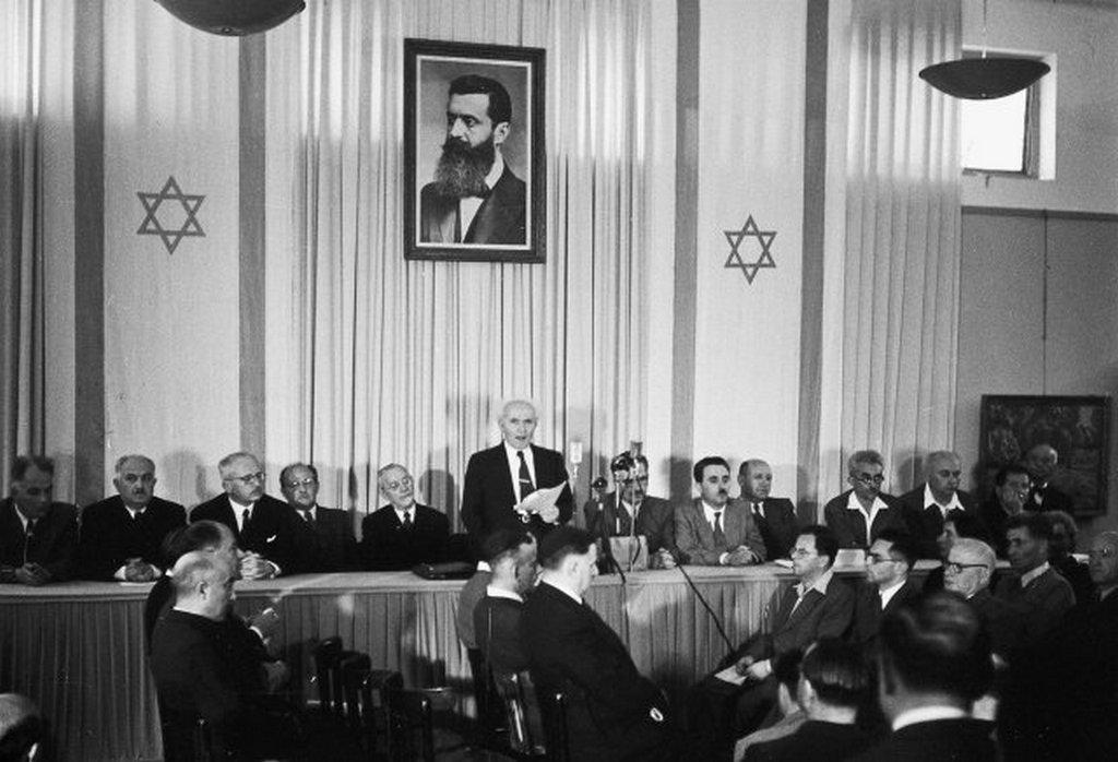 1948_majus_14_david_ben-gurion_proclaiming_israeli_independence_from_the_united_kingdom.jpg