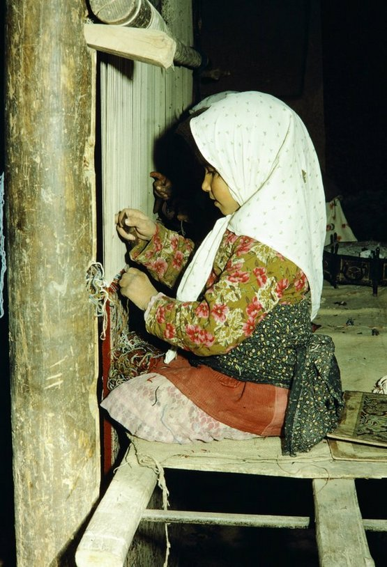1967_iran_4-5_y_old_young_girls_weaving_rug.jpg