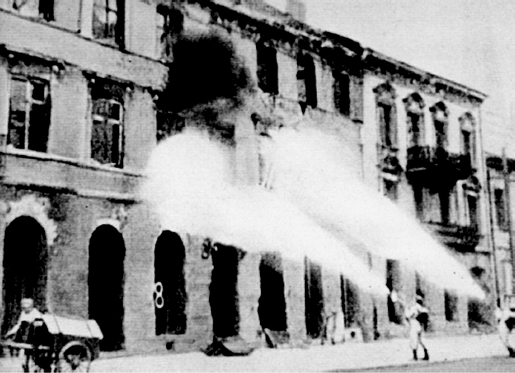 1944_german_brennkommando_firing_warsaw_house_by_house_during_and_after_the_warsaw_uprising_leszno_street_22-24.jpg