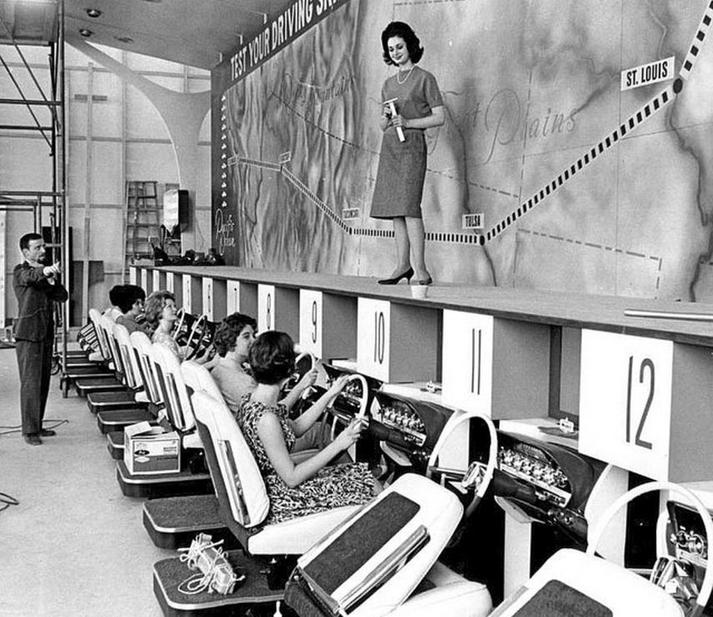 1962_driving_simulators_at_century_21_exposition_world_s_fair_in_seattle.jpg