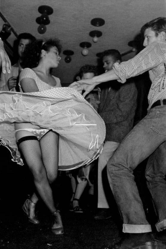 1982_dancing_in_la_villette_paris_france.jpg