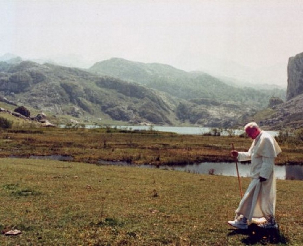 1989_pope_john_paul_ii_taking_a_walk_wearing_sneakers_in_covadonga_spain.jpg