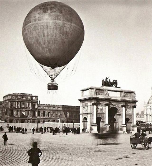 1878_leggomb_emelkedik_fel_parizs_kozpontjaban.jpeg