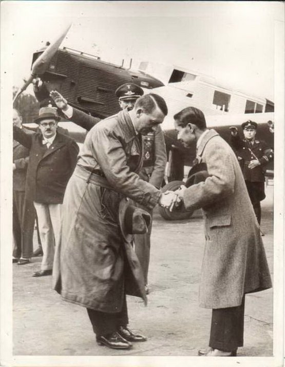 1934_adolf_hitler_meets_king_of_thailand.jpg