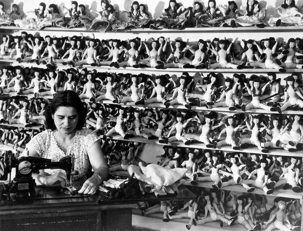1947_making_dolls_at_the_puerto_rico_industrial_development_company_isla_verde_puerto_rico.jpg