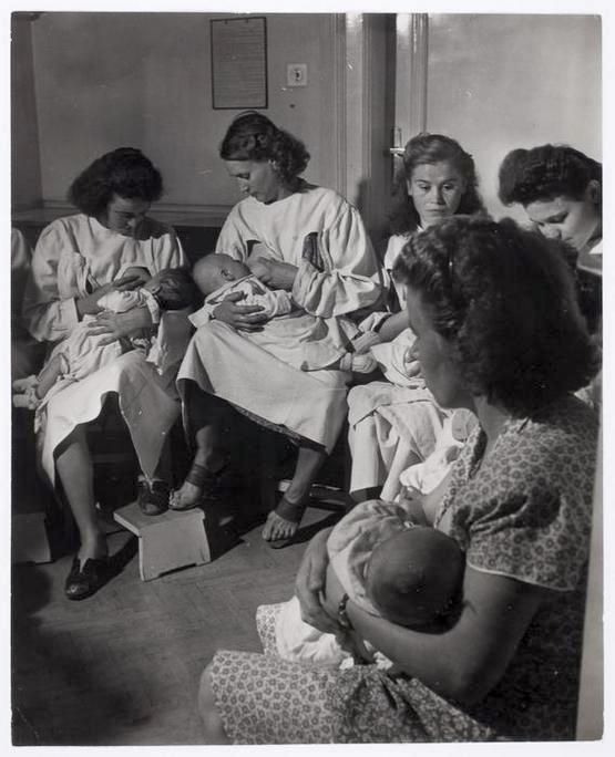 1948_budapesti_textilmunkas_asszonyok_szoptajak_csecsemoiket_a_muszak_szuneteben.jpg