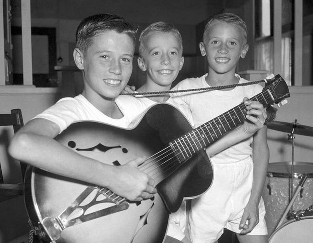 1956_barry_robin_and_maurice_gibb_the_three_young_brothers_that_would_go_on_to_form_the_bee_gees_just_four_years_after_this_photo_was_taken.jpg