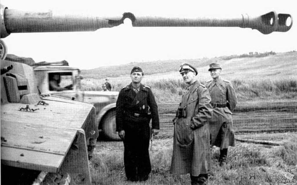 1943_tanklovedektol_megserult_nemet_tigris_tank_csove.jpg