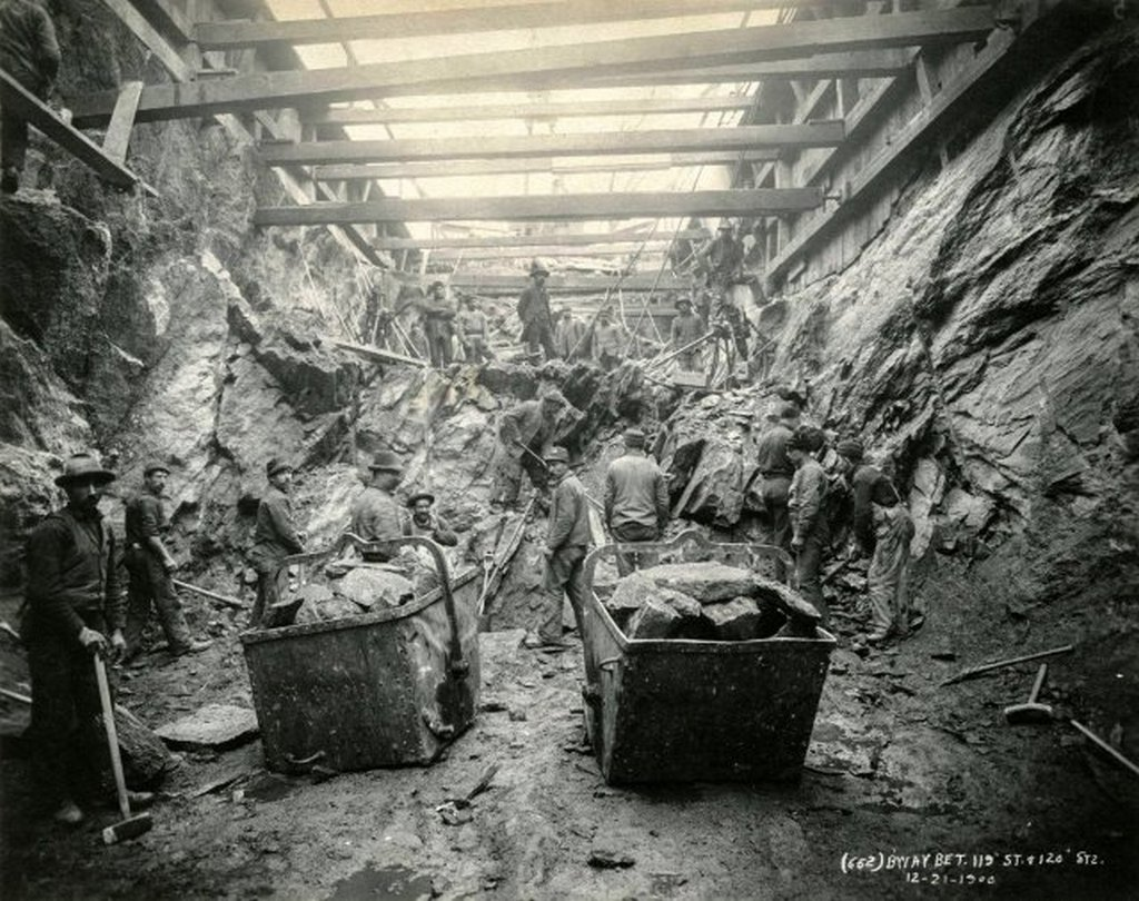 1900_workers_digging_the_irt_subway_on_broadway_between_119th_and_120th_streets.jpg