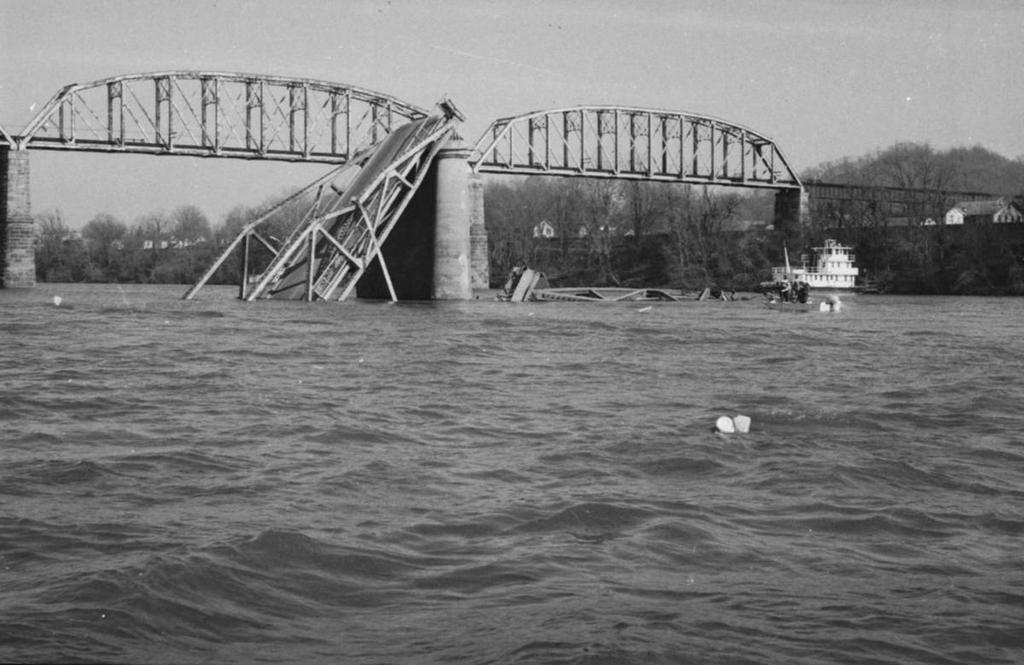 1967_collapse_of_the_silver_bridge.jpg