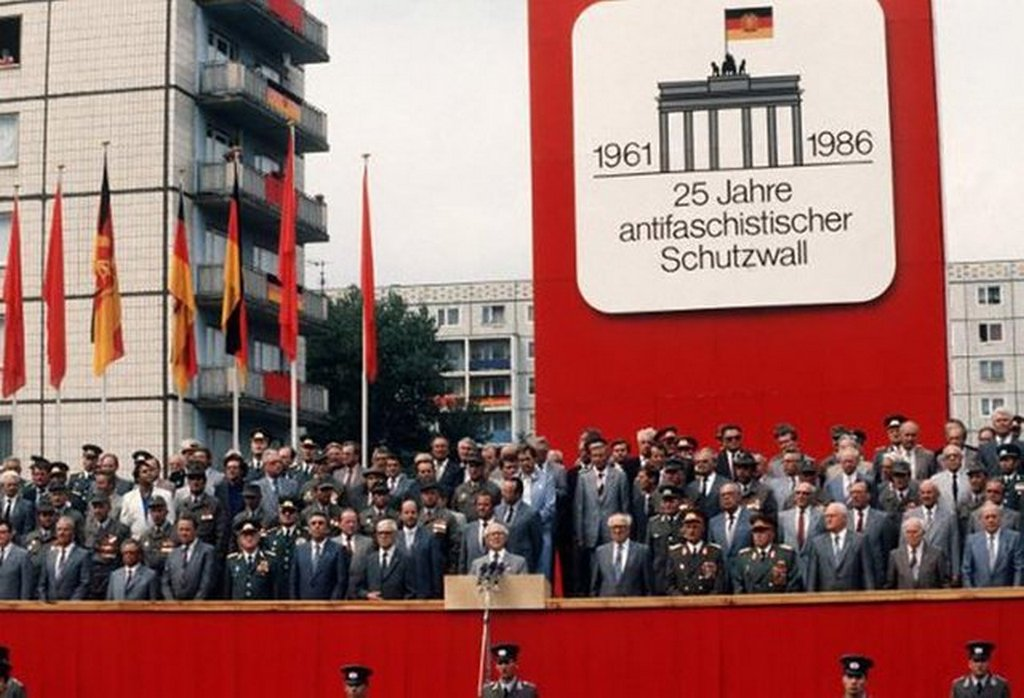 1986_east_germany_celebrates_the_construction_of_the_berlin_wall_13_august.jpg