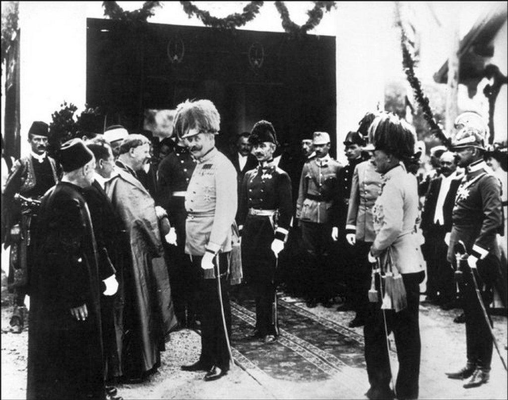1914_junius_28_archduke_franz_ferdinand_talking_with_religious_figures_orthodox_catholic_and_muslim_in_sarajevo_shortly_before_assassination.jpg