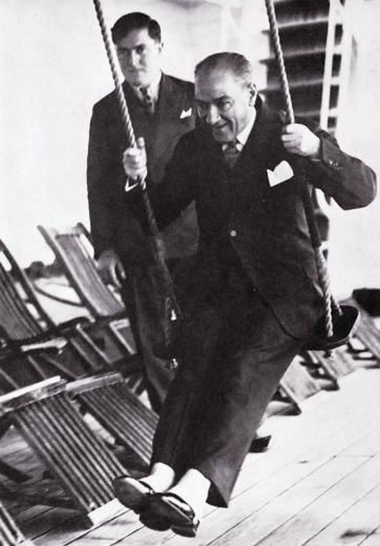 1930-as_evek_republic_of_turkey_s_founder_mustafa_kemal_ataturk_on_a_swing.jpg