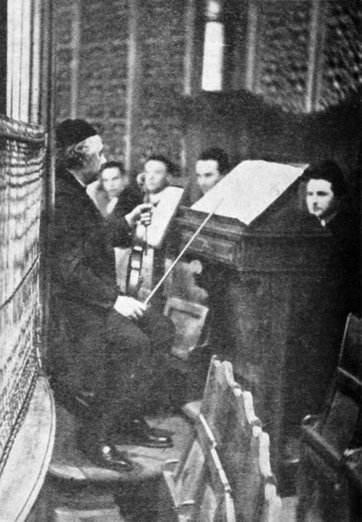 1930_albert_einstein_plays_violin_for_a_charity_concert_at_the_new_synagogue_berlin.jpg