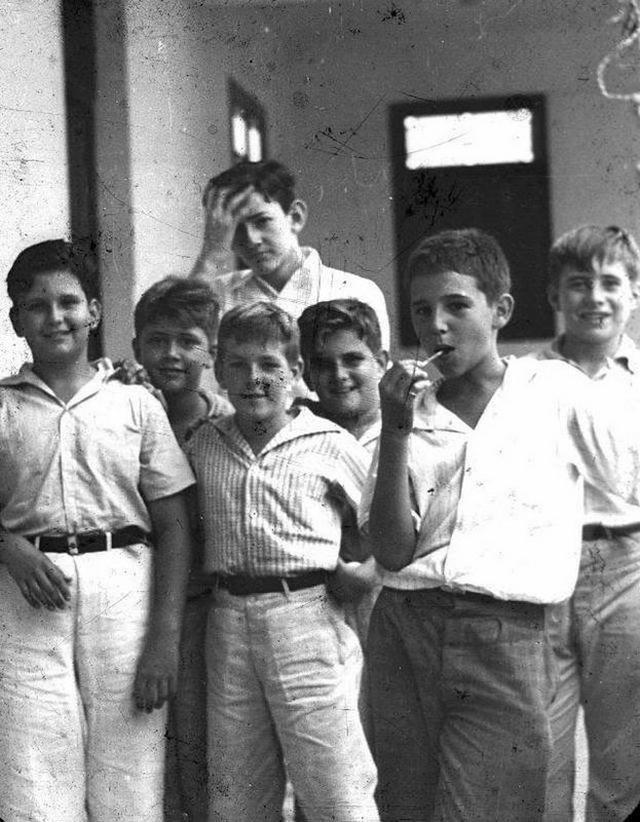 1937_a_group_of_havana_schoolboys_the_boy_with_the_lollipop_is_fidel_castro.jpg