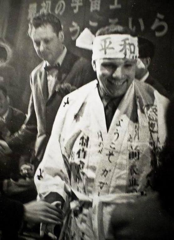 1964_yuri_gagarin_in_japan_cr_cr.jpg