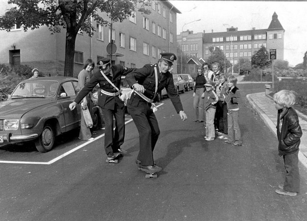 1976_swedish_policemen_trying_out_the_new_skateboard.jpg