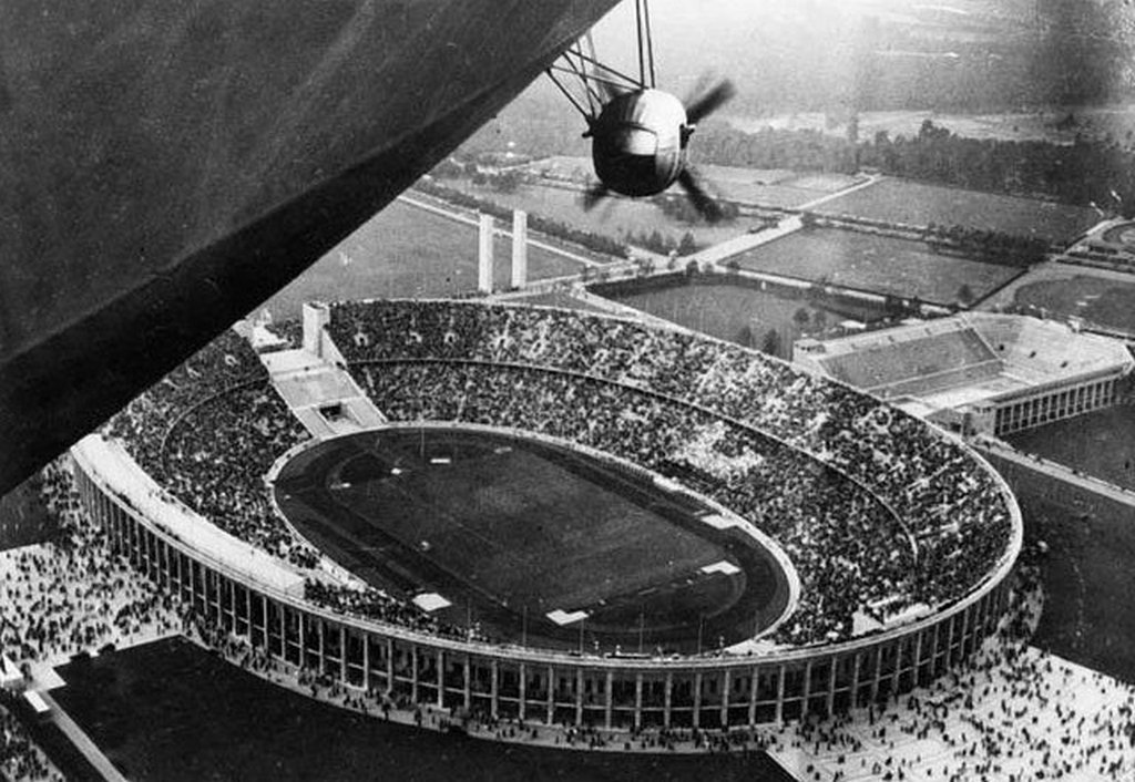 1936_hindenburg_overlooking_the_olympiastadion_during_the_1936_olympic_in_berlin.jpg