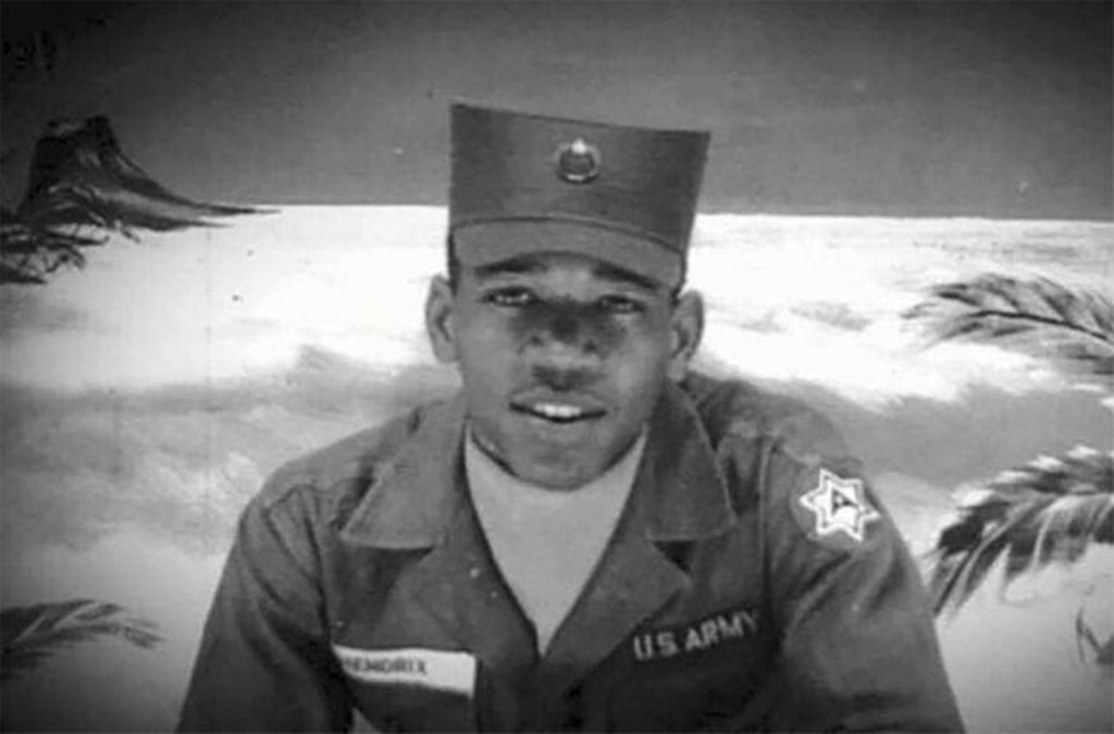 1961_jimi_hendrix_in_the_u_s_army_training_as_a_paratrooper.jpg