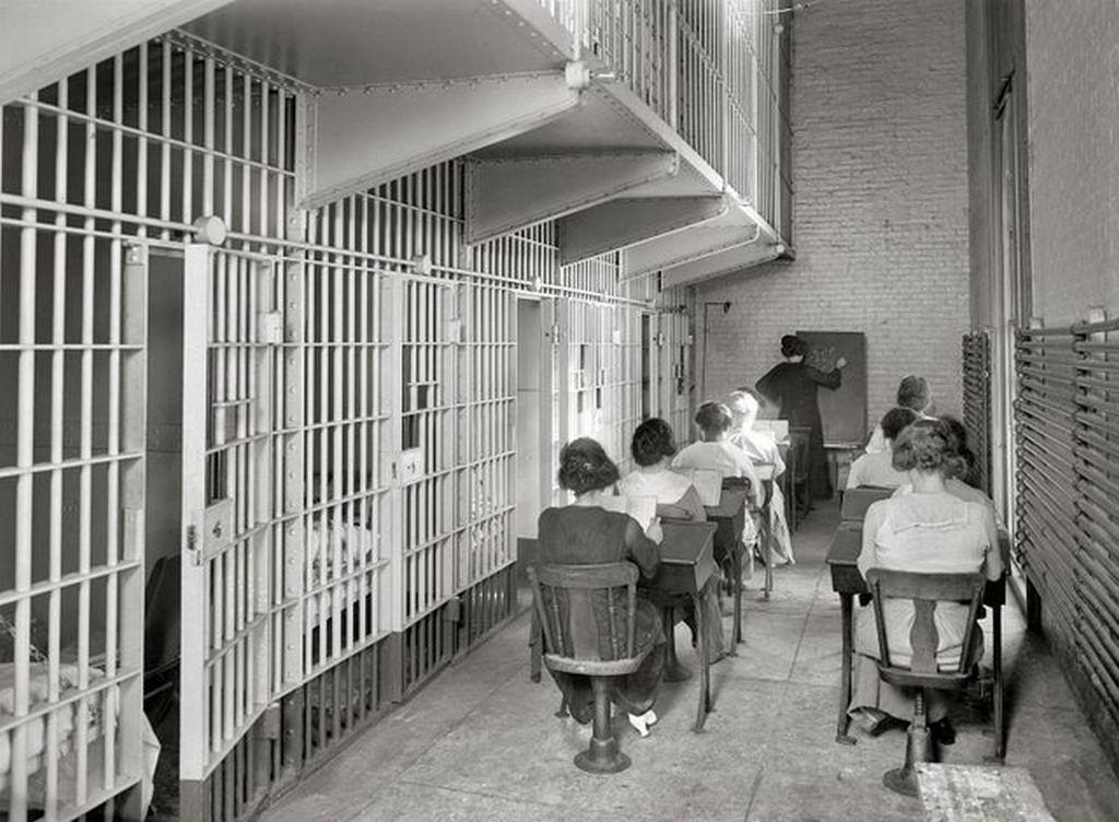 1920_korul_female_prisoners_go_to_school_in_jail_washington_d_c.jpg