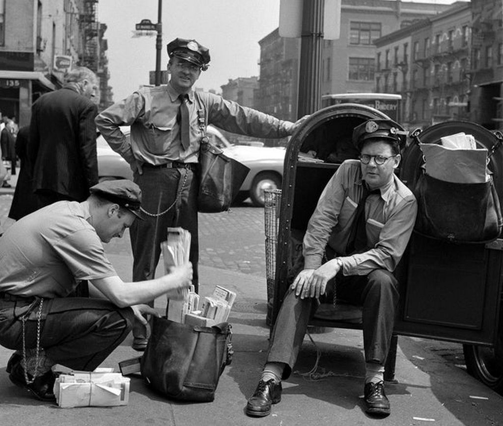 1947_mailmen_nyc.jpg