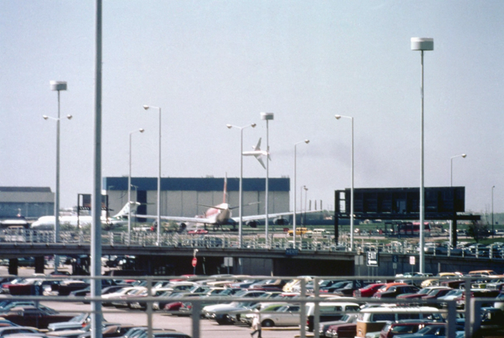 1979_majus_25_american_airlines_flight_191_after_losing_an_engine_on_the_runway_at_chicago_o_hare_all_271_on_board_along_with_2_on_the_ground_were_killed_it_was_the_single_deadliest_air_accident_in_u_s.png