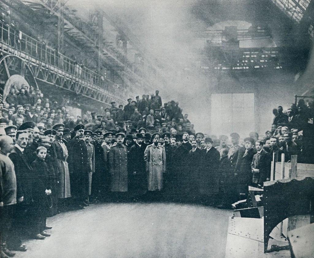 1914_1914_ii_miklos_a_putilov_gyar_munkasai_kozott.jpg