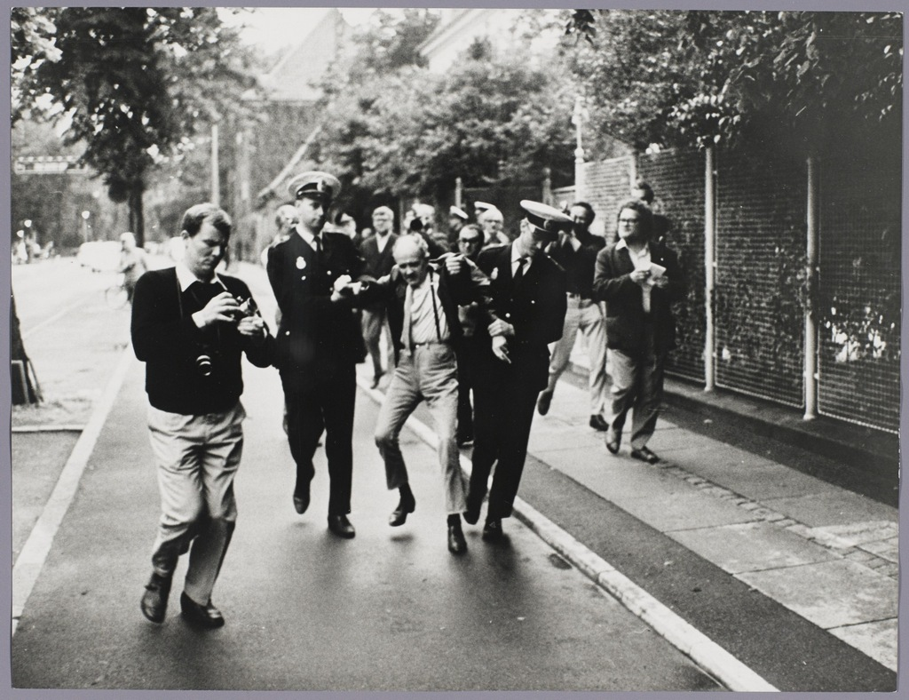 1969_a_csehszlovakiai_esemenyek_1_evforduloja_alkalmabol_a_koppenhagai_szovjet_nagykovetsegen_valo_demonstracio.jpg