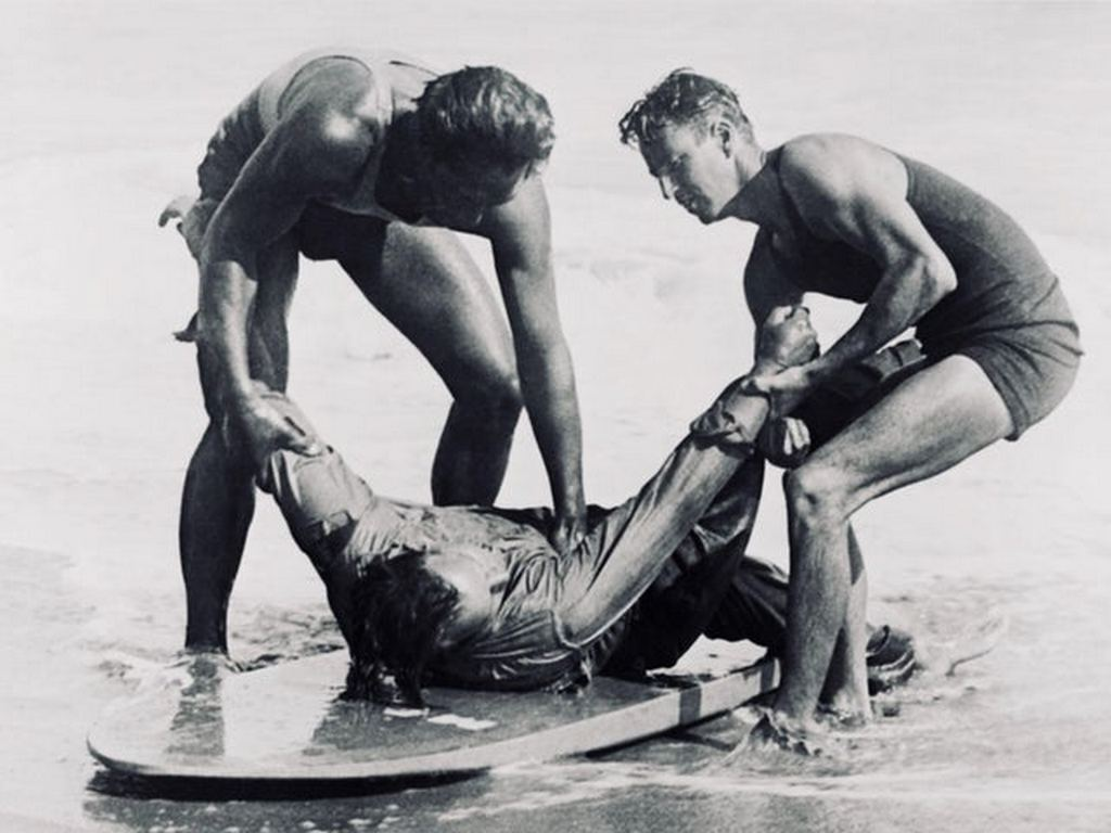 1925_hawaiian_surfer_duke_kahanamoku_on_the_left_in_this_picture_rescued_eight_men_from_a_fishing_boat_that_capsized_in_heavy_surf_off_newport_beach_california.jpg