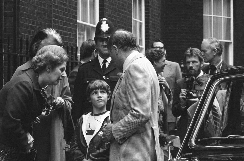 1980_pierre_trudeau_prime_minister_of_canada_meeting_margret_thatcher_1980_his_son_justin_is_seen_in_the_background.jpg