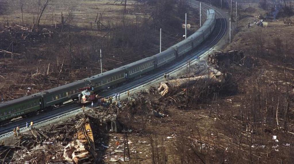 1989_a_sziberiai_vasut_mar_majdnem_felujitott_szakasza_ufa_kozeleben_a_vasuti_baleset_helyen.jpeg