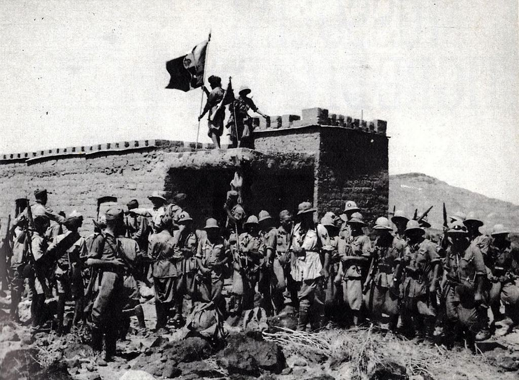 1940_italian_troops_pose_for_a_photo_in_front_of_a_captured_outpost_during_the_invasion_of_british_somaliland.jpg