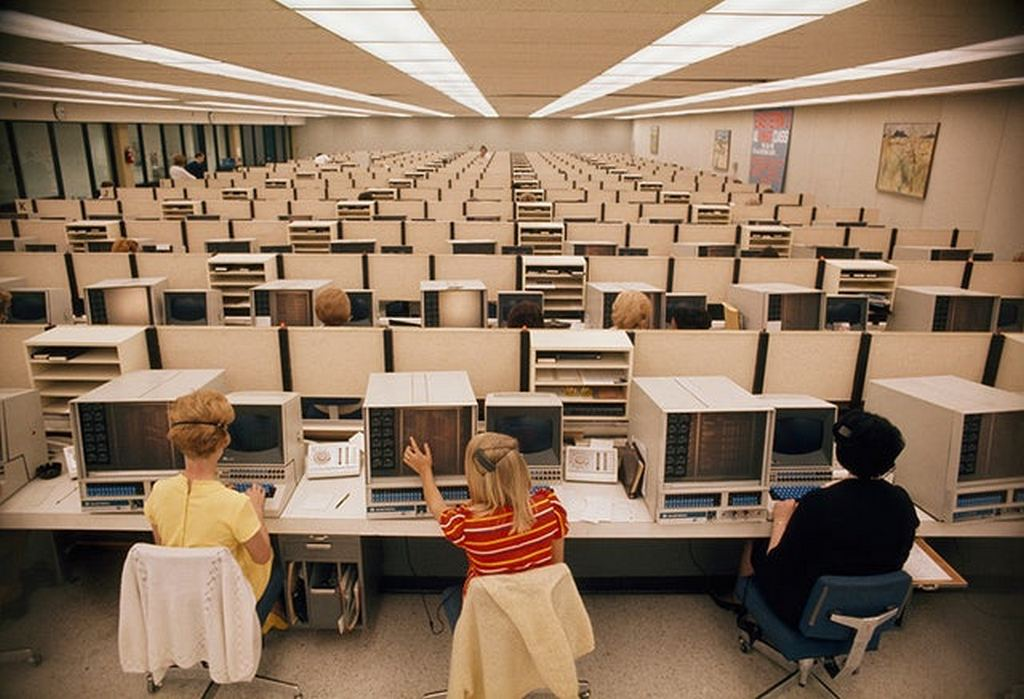 1970_operators_man_computers_at_eastern_airlines_reservations_center_in_miami.jpg